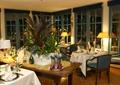 餐厅空间,餐桌,椅子,台灯,餐具