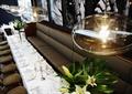 餐厅空间,吊顶,形象墙,沙发,餐桌,椅子,花瓶插花