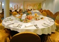 餐厅空间,圆形餐桌椅,餐具
