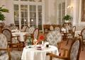 餐厅空间,餐桌椅,壁灯,餐具