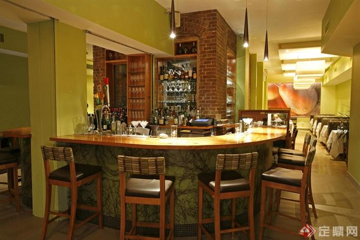酒吧空间,吧台,椅子,吊灯,酒柜