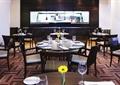 餐厅空间,圆形餐桌,餐具,椅子
