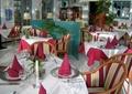 餐厅空间,餐具,餐桌椅