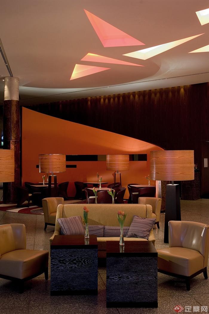 咖啡厅空间,餐桌椅,花瓶插花,天花吊顶,沙发
