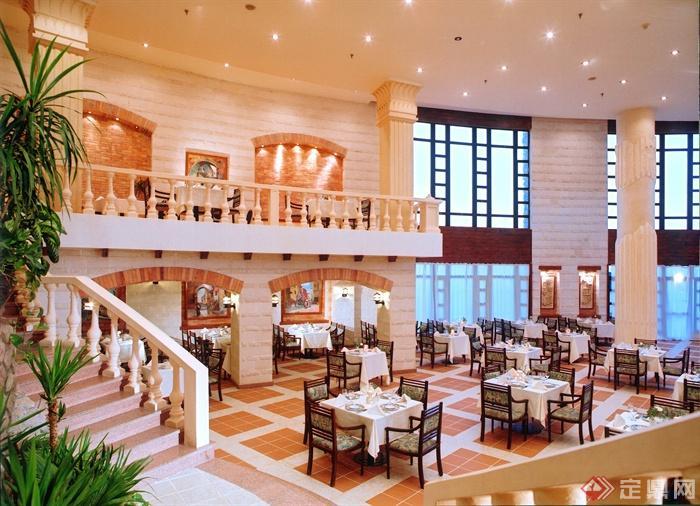 餐厅空间,餐桌椅,楼梯,阳台,柱体装饰