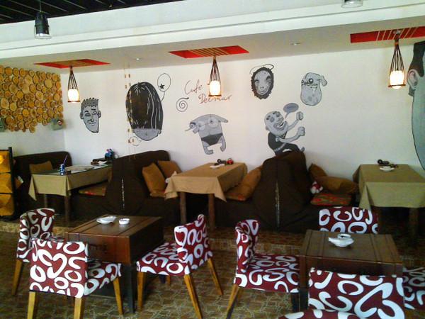 咖啡店,餐桌椅,吊灯,墙绘