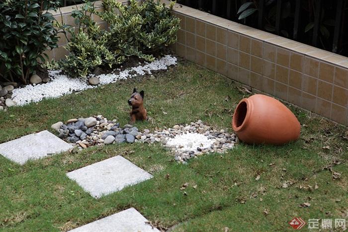 96㎡简约欧式3室住宅空间与庭院景观设计图-汀步植物