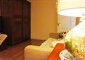 沙发,台灯,柜子