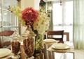 餐厅,餐桌,餐具,插花花瓶,吊灯,陈设