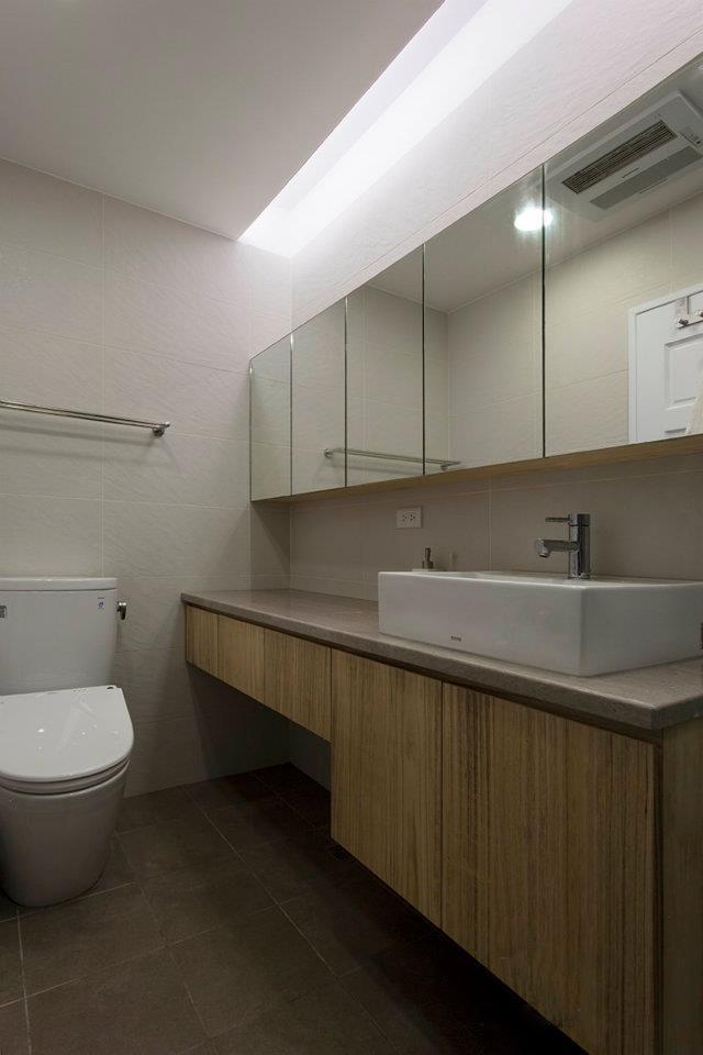 卫生间,卫浴柜,台盆,镜面柜,马桶图片
