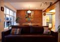 客廳,沙發,吊燈,裝飾畫,掛鐘