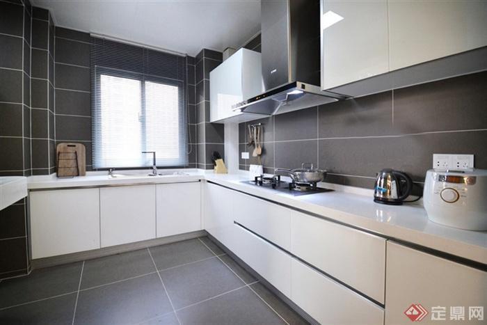120㎡低奢婚房设计图片-厨房橱柜窗子-设计师图库