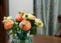 花瓶,书本,桌子,花