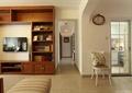 客廳,電視柜,椅子,掛鐘,電視,廚房門
