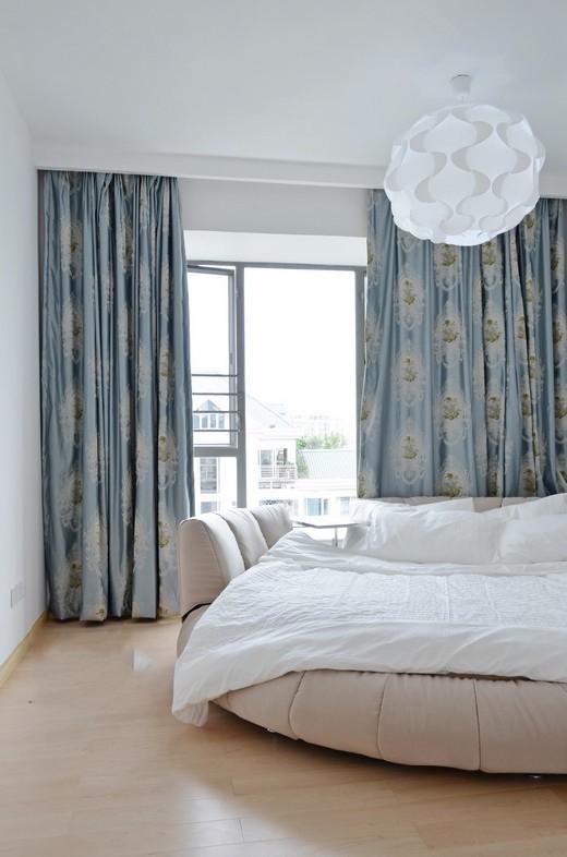 卧室,窗子,窗帘,床,吊灯