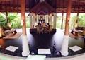 娱乐室,柱体装饰,桌椅,沙发