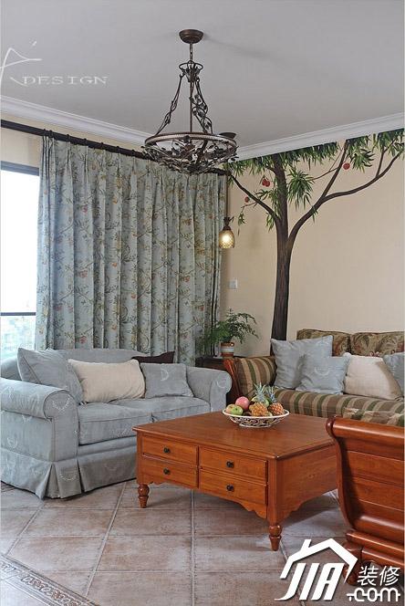 沙发背景墙装修效果图-客厅沙发茶几背景墙灯饰水果