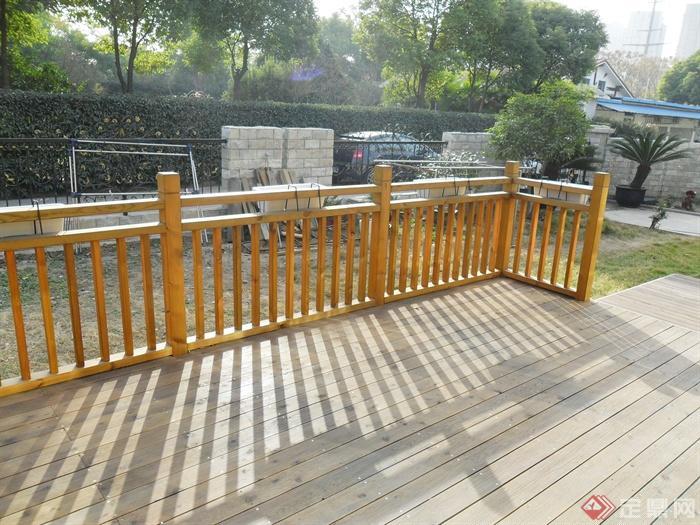 两层别墅建筑景观-木栏杆木平台-设计师图库