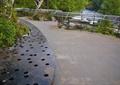 步行桥,景观桥,河流,铁皮桥