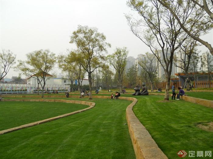 城市景观节点设计图-草坪台阶雕塑植物-设计师图库