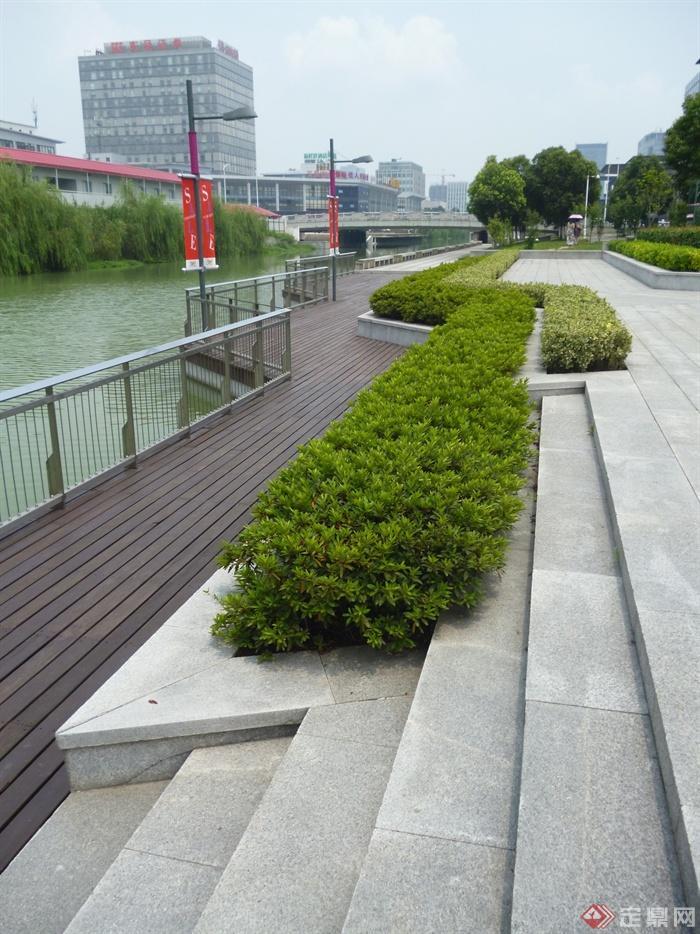 城市景观节点设计图-栈道植物台阶护栏-设计师图库