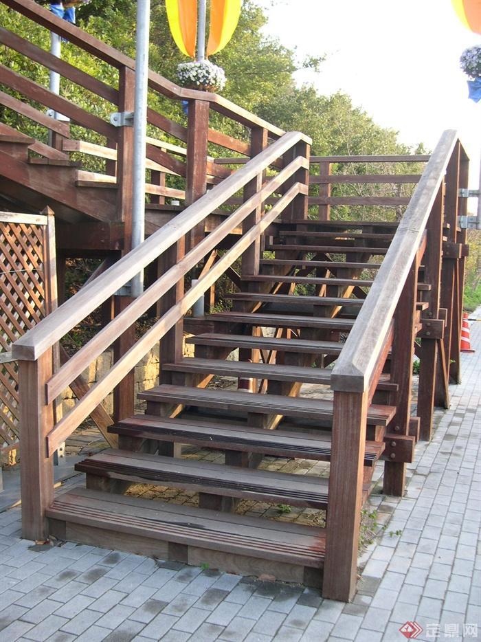 梦见修楼梯栏杆