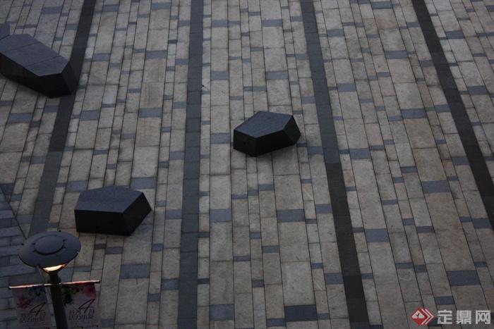 城市景观节点设计图-坐凳地面铺装路灯-设计师图库