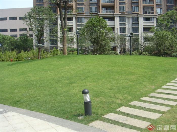 80张住宅景观实景图-庭院灯汀步草坪-设计师图库