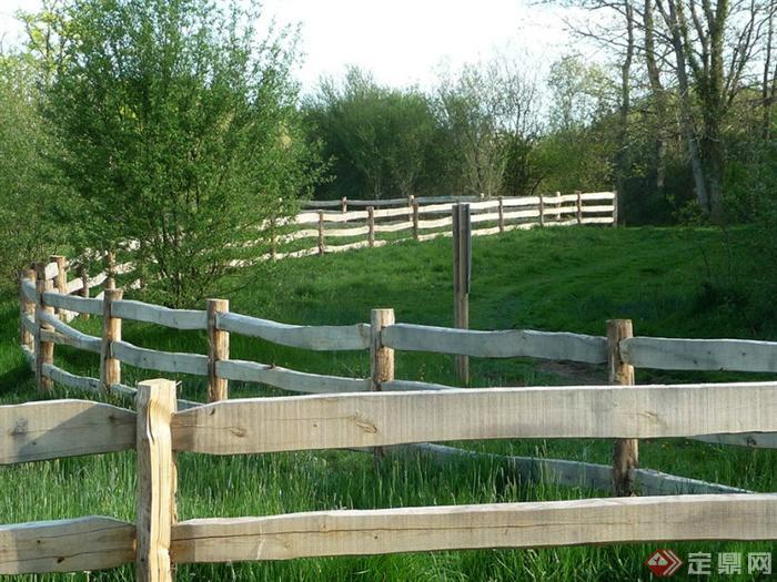 景观节点设计实景图-围栏木栅栏草坪-设计师图库