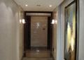 玄关,装饰画,壁灯,台阶,墙体装饰