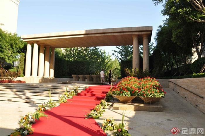 某两层别墅建筑设计图-台阶廊架地毯花钵植物-设计师