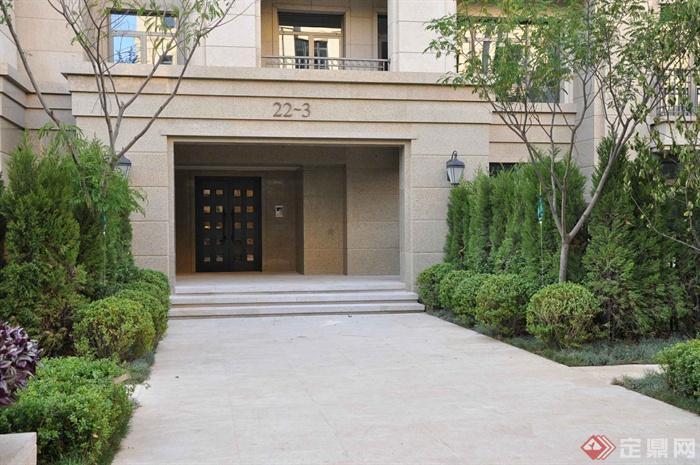 某兩層別墅建筑設計圖-入口門園路植物臺階-設計師