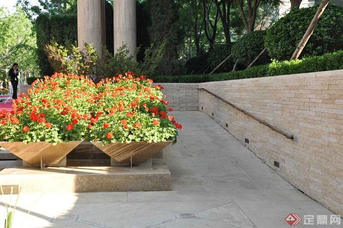 花钵,地面铺装,围墙