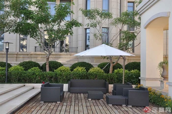 庭院景观,沙发,茶几,木平台,台阶,植物