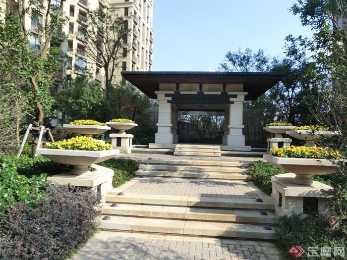 新古典风格小区景观实景图-凉亭台阶花钵柱-设计师