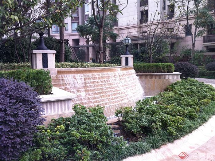 新古典风格小区景观实景图-跌水景观灯柱景观水池-师