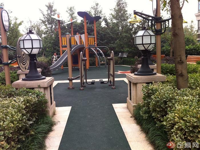 新古典风格小区景观实景图-健身设施灯柱-设计师图库