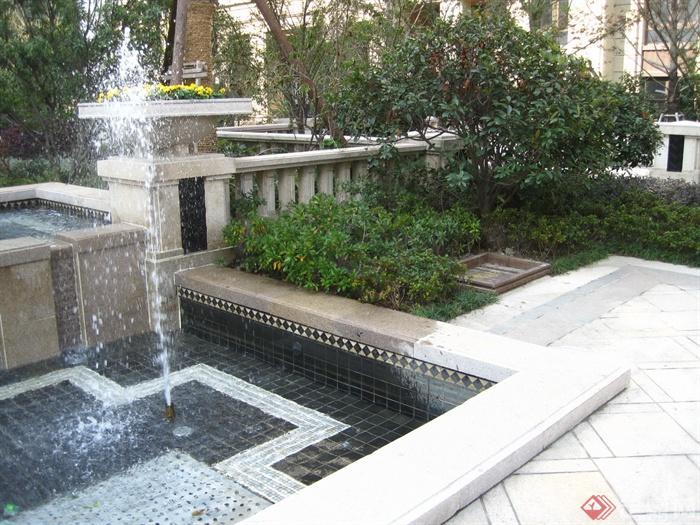 新古典风格小区景观实景图-喷泉水景景观水池花钵柱