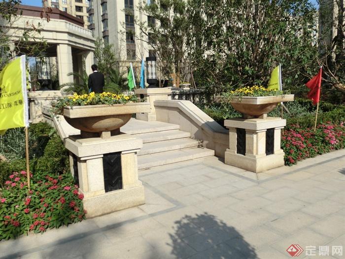 新古典风格小区景观实景图-花钵柱台阶灯柱-设计师