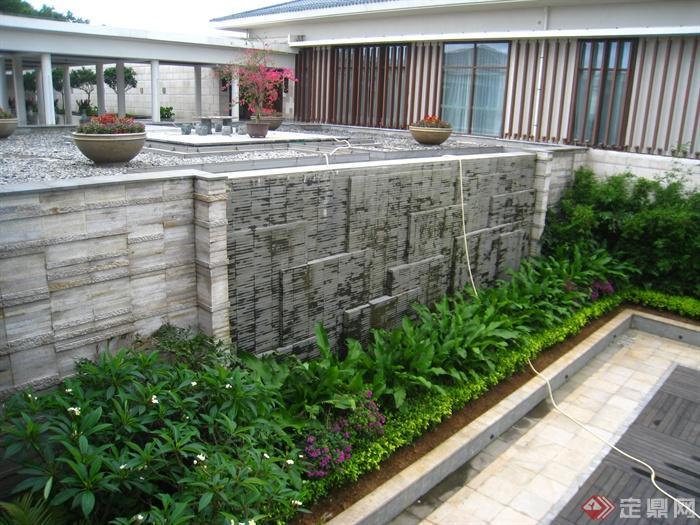 现代某多层别墅区景观规划设计图-景墙花台植物花钵