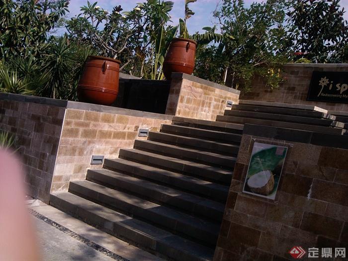 现代中式风格会所景观-挡墙台阶花钵-设计师图库图片