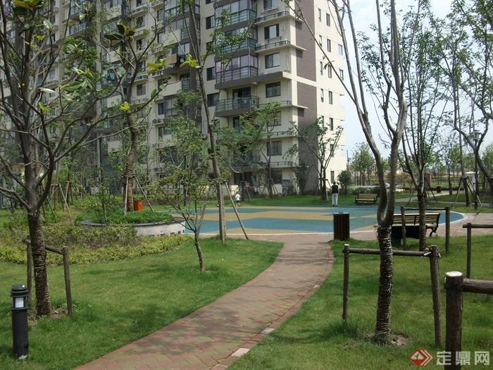 现代某住宅小区景观规划设计图-园路植物地面铺装路灯