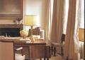 客厅,沙发,茶几,台阶,窗帘,吊灯