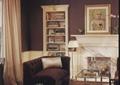 客厅,壁炉,书架,沙发,茶几,装饰画