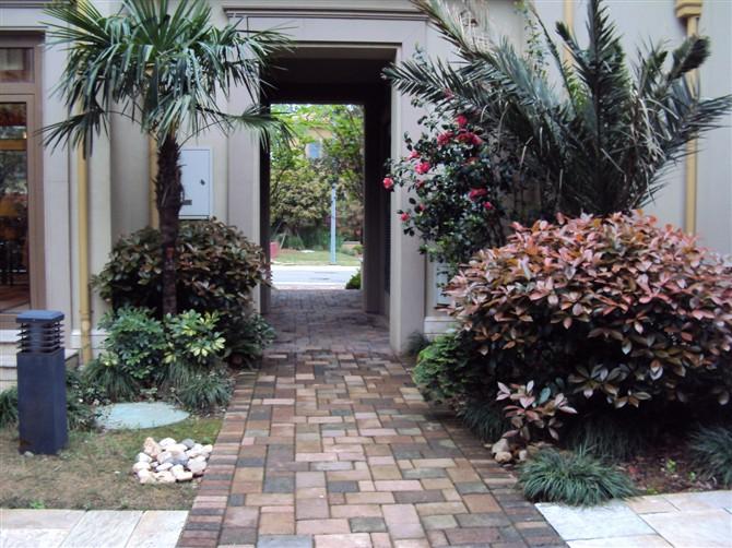 溪谷别墅庭院景观设计图-庭院景观园路地面铺装庭院灯