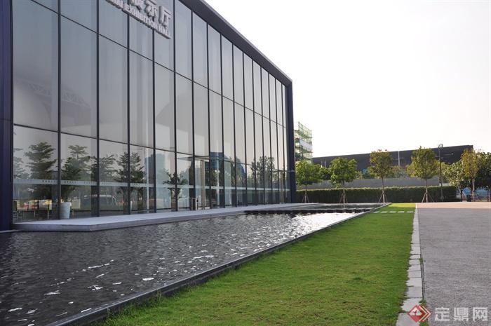 现代前海万科企业公馆景观-水景草坪地面铺装植物-师