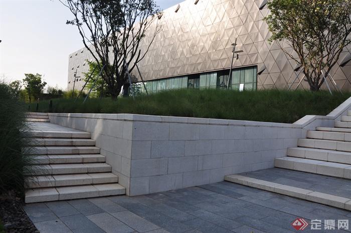 现代前海万科企业公馆景观-台阶矮墙地面铺装观赏草
