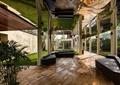 廊架,地面铺装,坐凳,廊架柱,盆栽植物,草坪