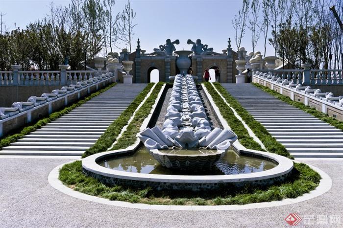 地中海风格住宅区景观规划-圆形水池矮墙地被植物台阶