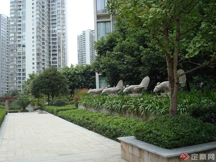东南亚风格住宅景观-树池矮墙灌木植物园路地面铺装